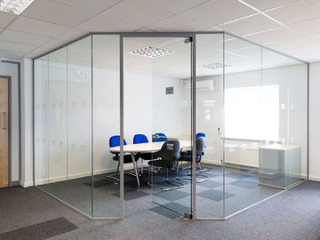 China Clear Tempered Modern Office Glass Partition System Easy For Cleaning factory